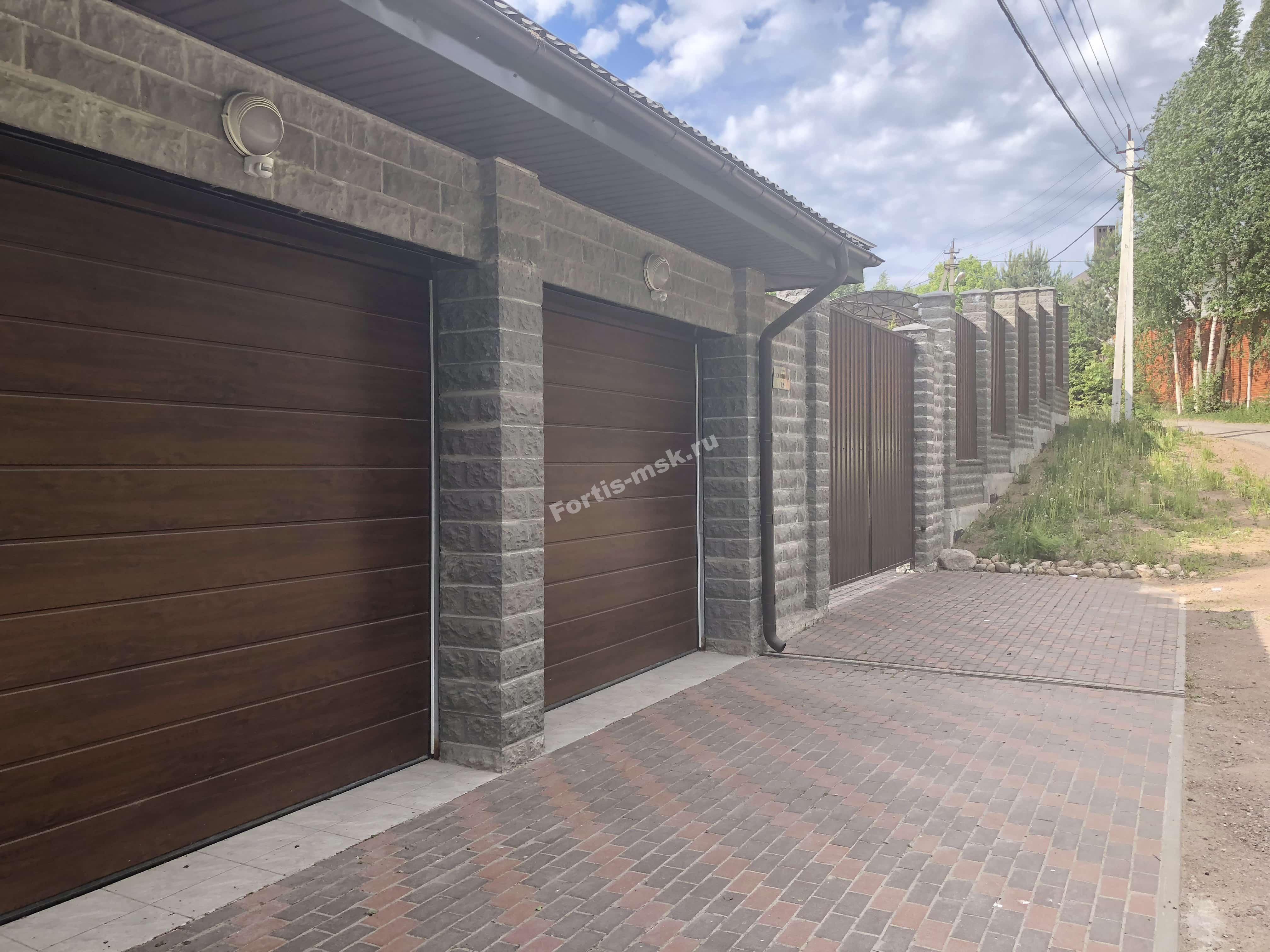 Особенности бетонных блоков для столбов забора